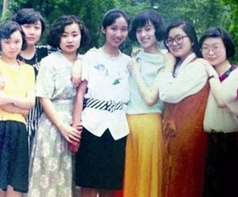 華春瑩(か しゅんえい)報道官の若い頃の笑顔1