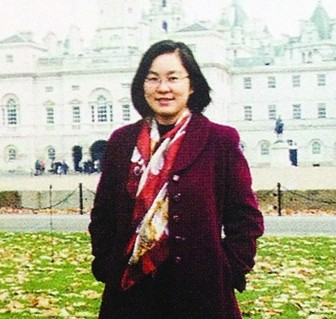 華春瑩(か しゅんえい)報道官の若い頃の笑顔2