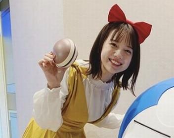 ドラえもんのしずかちゃんのコスプレをする弘中綾香アナ