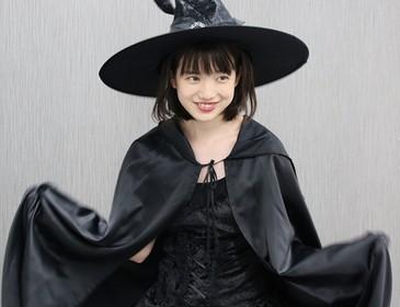 魔女のお姿の弘中綾香アナ