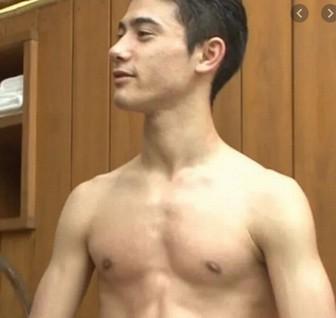 国山ハセンの大胸筋の筋肉画像