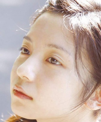 入来茉里のすっぴん画像の肌がきれい width=