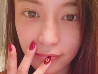 小島瑠璃子のすっぴんがかわいい!見つめる画像