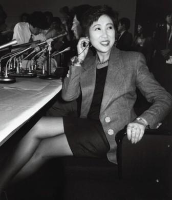小池百合子の若い頃がかわいい白黒画像