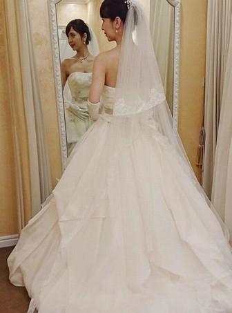 奥村美香のかわいいドレス姿の画像