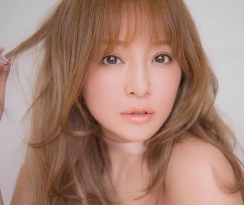 崎あゆみのデビュー当時!歌手時代のロングヘアーの可愛い画像1
