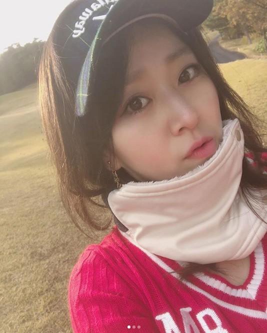中冨杏子のかわいいゴルフウェア姿