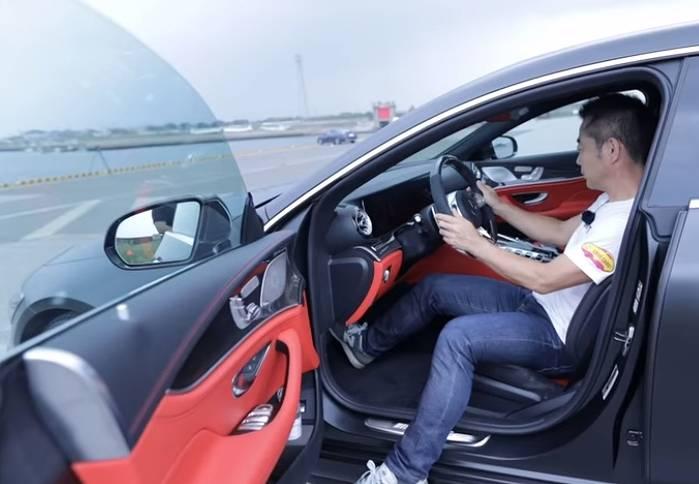 竹内涼真の愛車「AMG GT4ドアクーペ 4MATIC+」の乗り心地