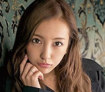 板野友美さんの顔画像2