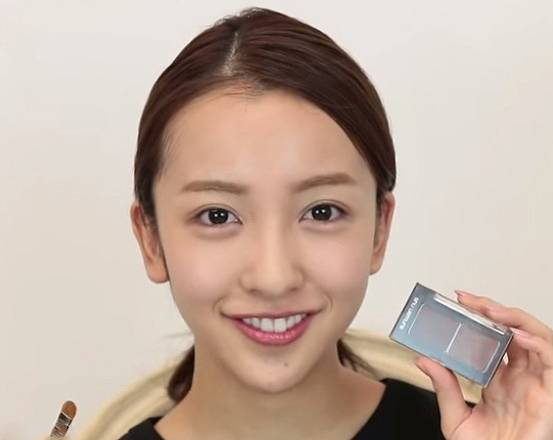 板野友美さんの顔画像1
