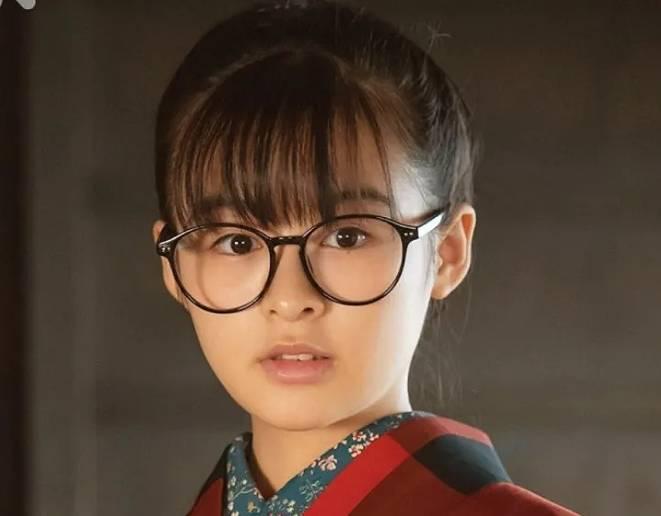 森七菜のかわいいメガネ画像1