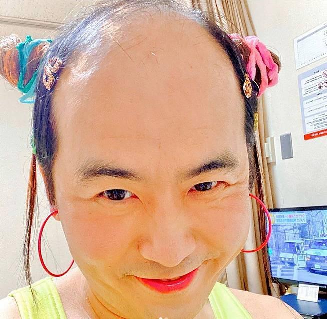 フワちゃんのかわいい髪型を斎藤司がマネ