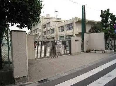 滝沢カレンの小学校