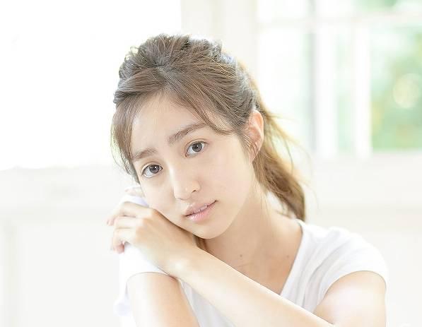 堀田茜のすっぴんの眉毛太すぎ画像