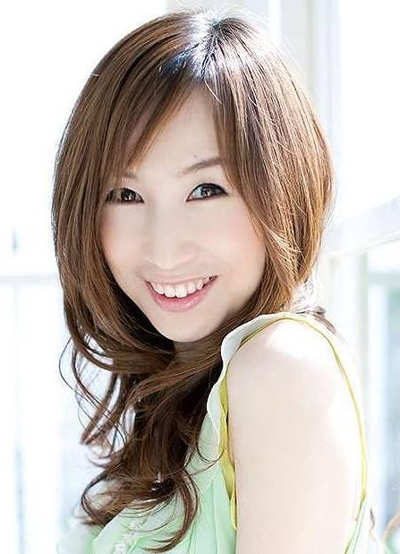 森口博子 ロングウェーブの髪型画像
