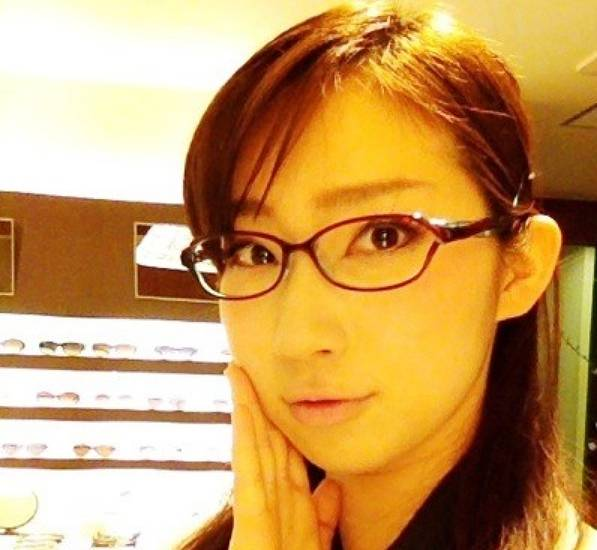 ファーストサマーウイカさんの性格真面目なメガネ画像