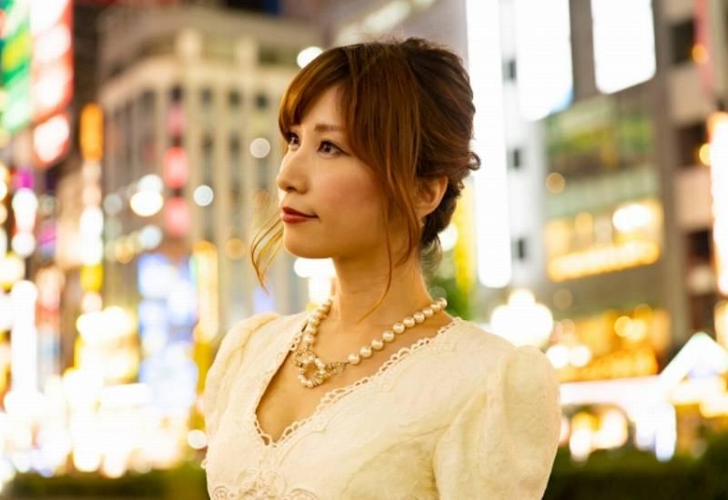 吉田鋼太郎の現在の嫁は元ホステスでかわいい!