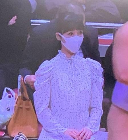 相撲前列の女性(溜席の妖精)のワンピが綺麗