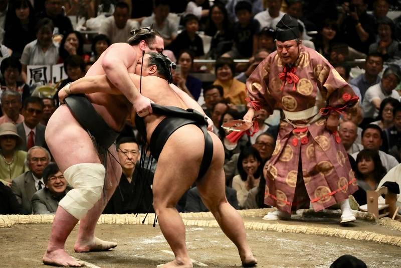 お相撲さんと結婚した一般人の綺麗な嫁