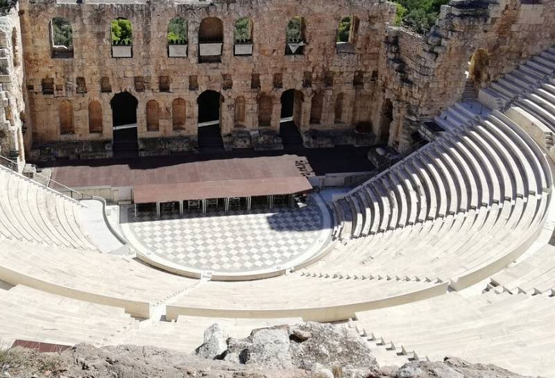 ギリシャすり鉢状の観戦席