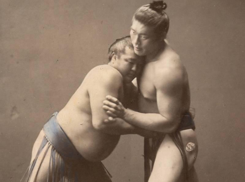 相撲の土俵が高い理由は風習や仕来り?
