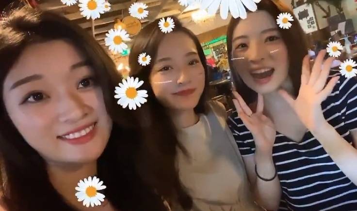 神谷明采と姉妹の画像