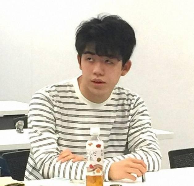 藤井聡太のTシャツの私服画像