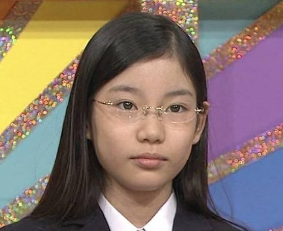 竹俣紅のメガネをかけた若い頃の顔