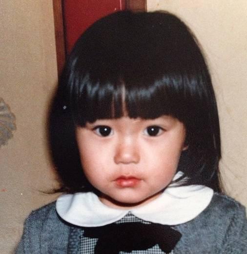 矢田亜希子の昔・2歳の顔