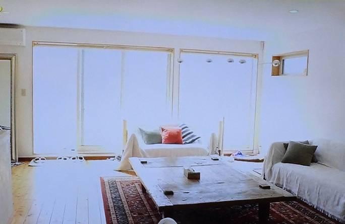 マークパンサーの自宅のリビングから海が見える