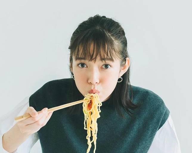 佐藤栞里の顔の特徴は細い
