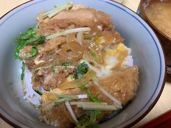 小林礼奈の料理が不味そうなかつ丼