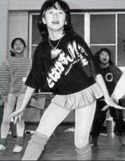 山尾志桜里の若い頃のかわいいダンス画像