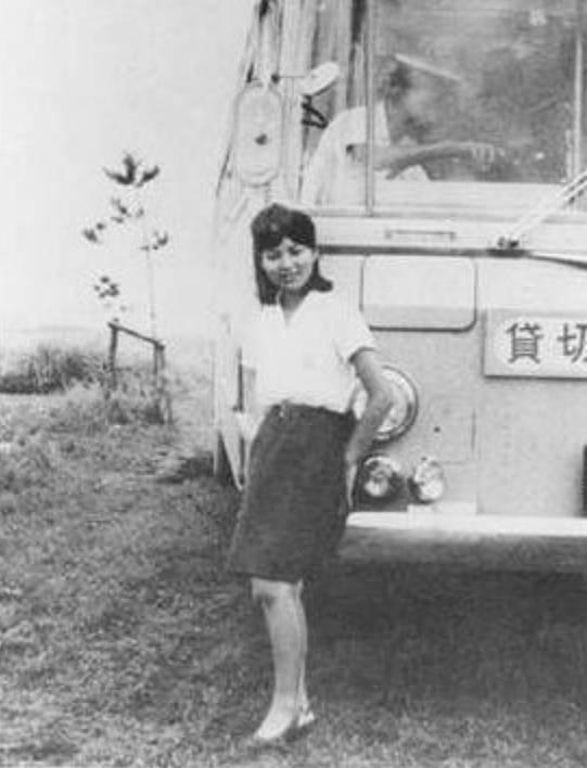 八代亜紀の若い頃の身体画像