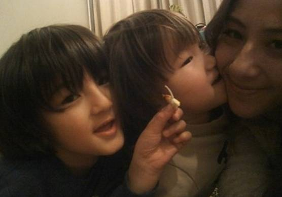 紗栄子と次男、次男の子供は仲良し