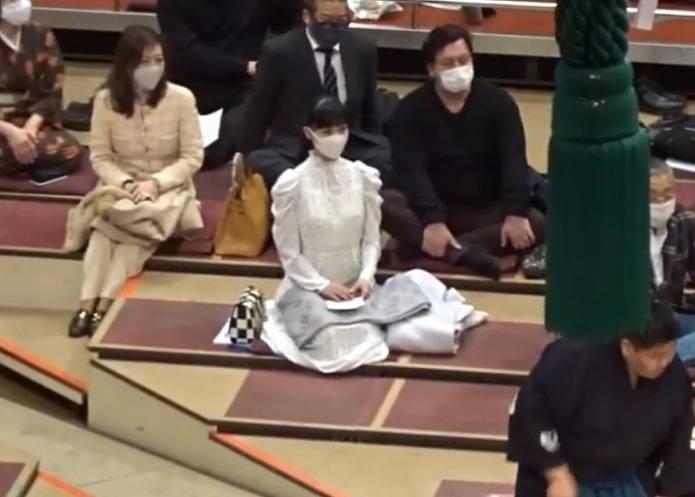 相撲前列の女性・溜席の妖精画像2