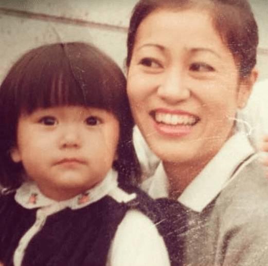 矢田亜希子の母親も痩せてる