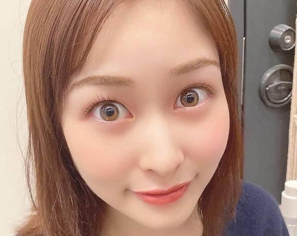岩田絵里奈の目の色も色素が薄い
