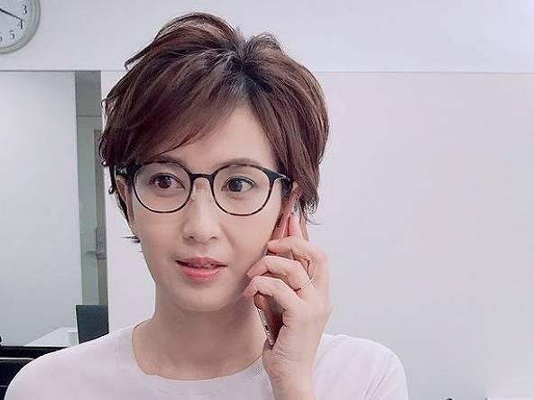 徳永有美のメガネをかけたかわいい画像2