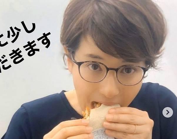 徳永有美のメガネをかけたかわいい画像3