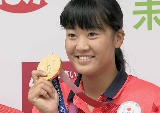 メダルを噛むのは禁止?