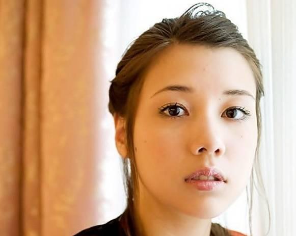 仲里依紗が昔より綺麗なのは目の整形?