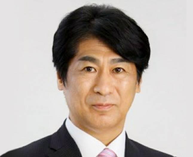 田村憲久の髪型が変でダサいのはカツラ?