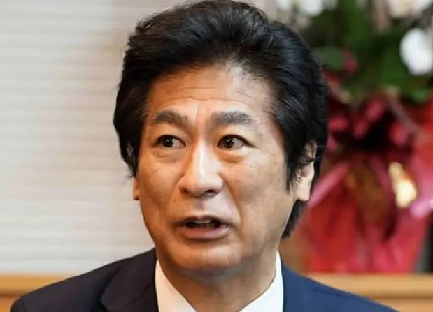 田村憲久の髪型が変でダサいのはロン毛の分け方!