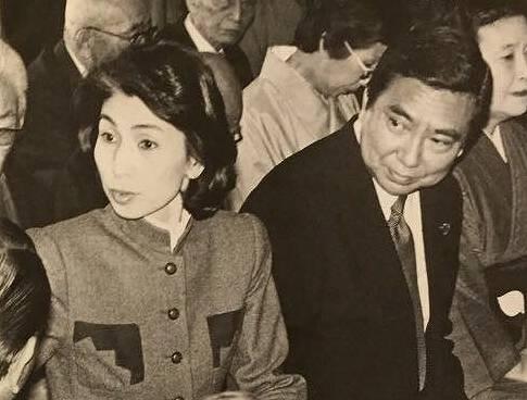 河野太郎が若い頃イケメンなのは両親が美男美女