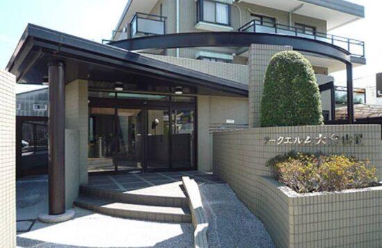小室圭の自宅マンション・アークエルム大倉山2のエントランス